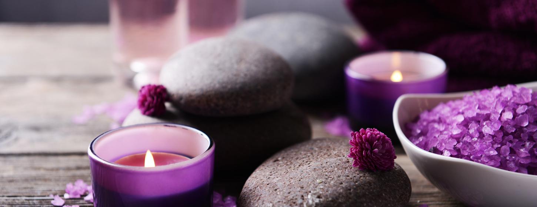 紫のキャンドルやバスソルト